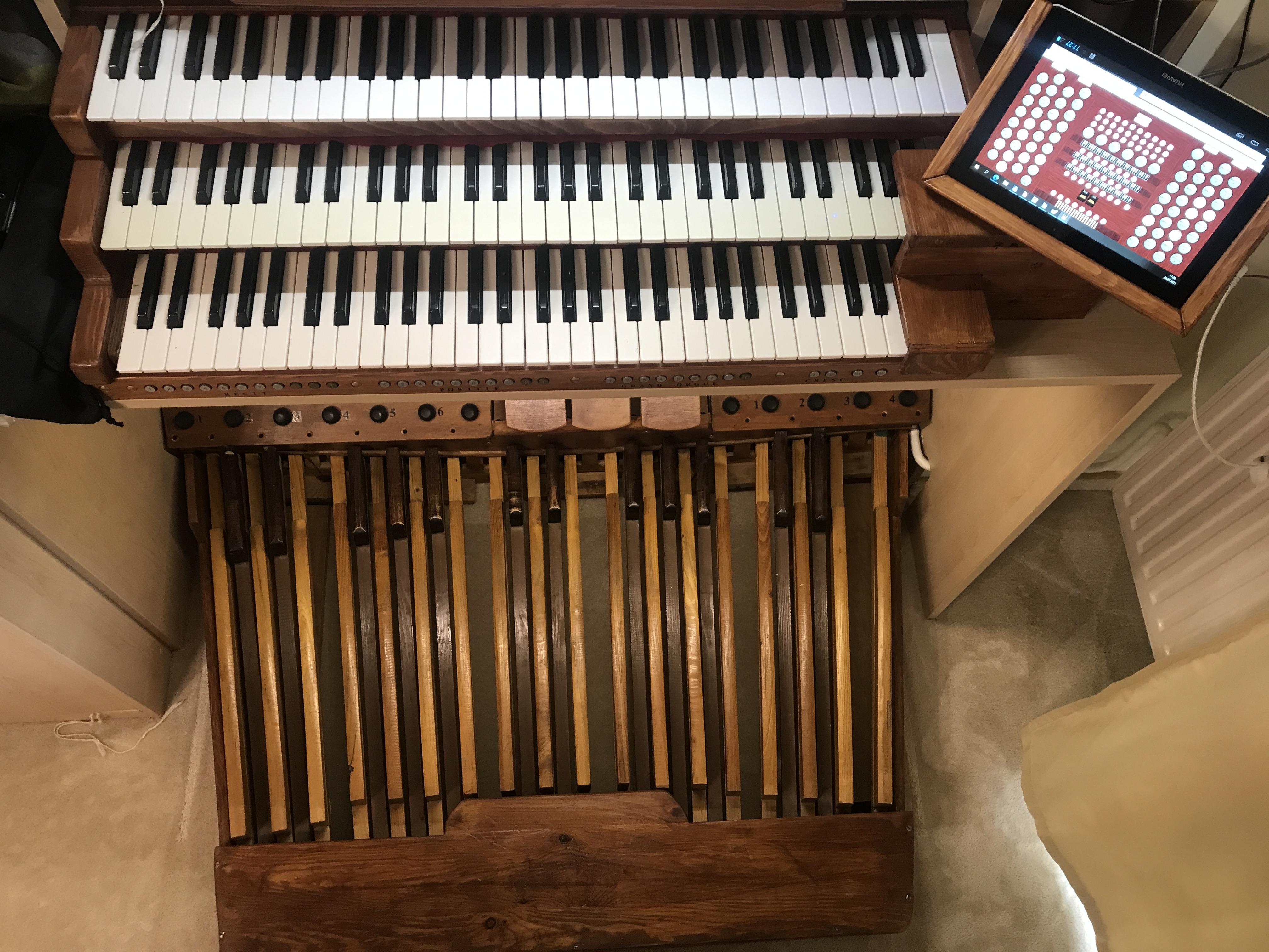 MIDI organ celkový pohled